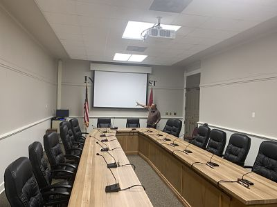 County Judge talks courthouse renovations; Quorum courtroom